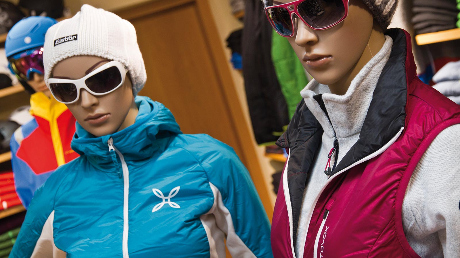 Two dummies at our ski service and equipment rental in Badia